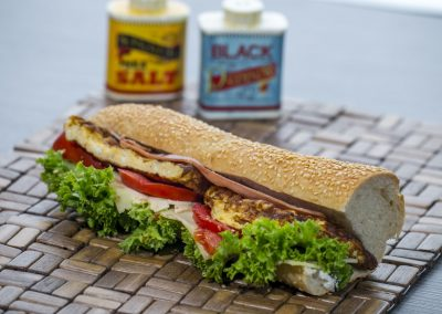 Μπαγκέτα λευκή: Μπέικον, τυρί, ομελέτα, ντομάτα, λόλα, μαγιονέζα 2%