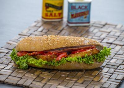 Τσιαπάτα: Κοτόπουλο φιλέτο, μπέικον, σίζαρς, ντομάτα, λόλα