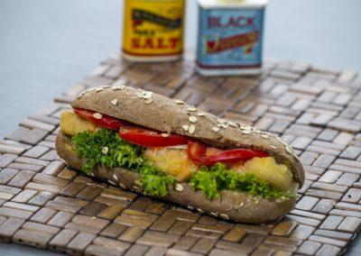 Τσιαπάτα πολύσπορη: Κοτομπουκιές, παρμεζάνα, σίζαρς, ντομάτα, λόλα